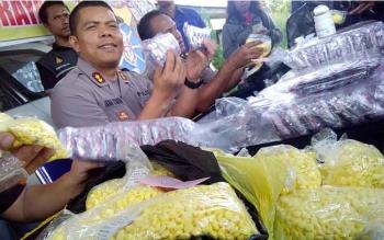 Kota Sampit, Kabupaten Kotawaringin Timur (Kotim) nyaris saja digempur 160 ribu butir Zenith dan 90 ribu butir Dextro. BORNEONEWS/BUDI YULIANTO