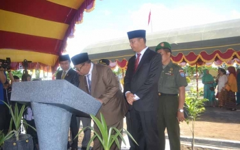 Bupati Sukamara meresmikan Gedung Balai Pelatihan Guru (BPG) di Jalan Cilik Riwut. BORNEONEWS/NORHASANAH