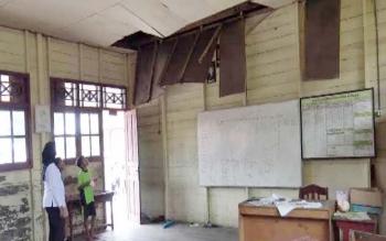 Bangunan Sekolah SDN Sungai Cabang Barat Memprihatinkan