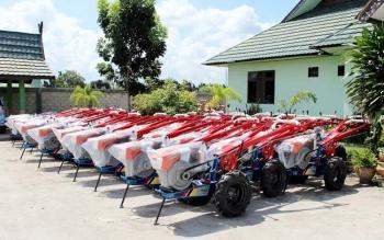 Bantuan hand traktor dari pemerintah pusat melalui pemerintah provinsi kalimantan tengah, saat berada di halaman Dinas Pertanian dan peternakan Kabupaten Pulang Pisau. bORNEONEWS/JAMES DONNY