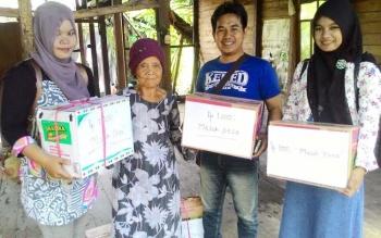 Sekelompok pemuda Kabupaten Pulang Pisau melakukan gerakan spontanitas untuk membantu kaun dhuafa di Pulang Pisau. BORNEONEWS/JAMES DONNY