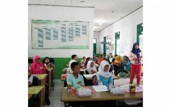 Anak-anak Sekolah Dasar yang mewakili 8 sekolah se-Kecamatan Seruyan Raya saat mengikuti pelatihan dokter kecil yang di gelar di aula Puskesmas Seruyan Raya, Kamis(12/5). BORNEONEWS/UNTUNG WAHYUDI
