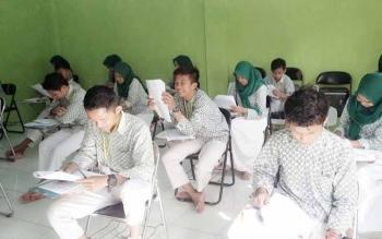 Kegiatan belajar disalah satu sekolah di Kabupaten Murung Raya.
