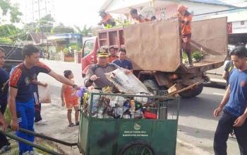 180  Personil  Satpol PP dan Satpam Katingan Bersihkan Lingkungan Padat