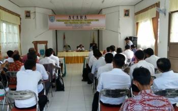 Suasana pendampingan penyusunan peraturan desa (Perdes) dan peraturan kepala desa (Perkades) di kecamatan Bulik, Rabu (18/5).