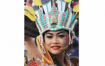 Karnaval Budaya Isen Mulang Diserbu Komunitas Fotografi