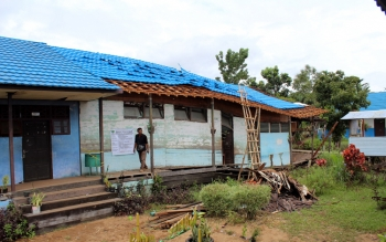FOTO: ruang kelas sekola SMP N 1 Kahayan Hilir ambruk, pada saat sedang direhab.