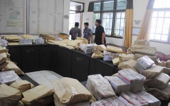 KERTAS SUARA: Sebanyak 49.371 Kertas Suara Pilkades Serentak Tiba di BPMD Barito Utara. BORNEO/RAMADANI