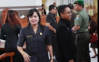 Foto, Wakil Ketua DPED Kabupaten Gunung Mas Ristawati T Alang usai mengikuti sidang paripurna DPRD Gumas, beberapa waktu lalu. Dia mengharapkan jalan penghunung Kuala Kurun- Sepang Simin bisa fungsional saat pelaksanaan Pesparawi Juli 2016.