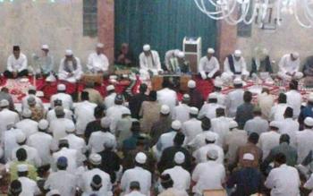 Warga Nahdiyin padati Mesjid untuk menjalankan ibadah di malam Nisfu Sa'ban Sabtu (21-5) malam.jpg