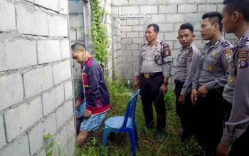 Kornelius ditemukan tewas gantung diri di sebuah bangunan belum selesai berkonstruksi beton, di Jalan Dayak Permai, Mahir Mahar Km 8, Palangka Raya, Selasa (24/5/2016) sekitar pukul 07.00 WIB. BORNEONEWS/BUDI YULIANTO