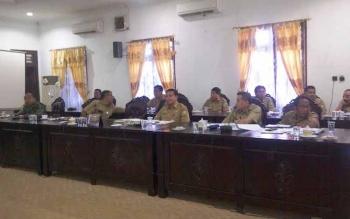 Dandim 1015 Sampit Letkol Kav Enda M Harahap bersama pejabat instansi terkait di lingkungan Pemkab Kotim, saat mengikuti RDP di DPRD setempat. BORNEO/RIFQI