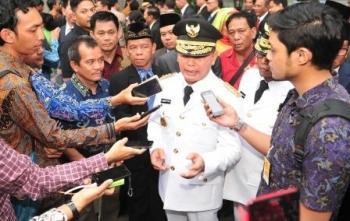 Gubernur Kalteng menjawab pertanyaan wartawan usai pelantikan di Istana Negara, Rabu (25/5/2016) sore. (DOK/Humas Pemprov Kalteng)