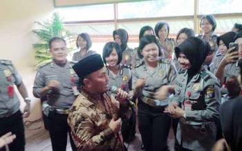 Gubernur Sugianto Hibur Polisi