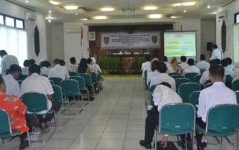 foto:Sosialisasi Advokasi pengembangan pemenuhan hak-hak anak diaula Setda barsel.BORNEONEWS/URIUTU DJAPER