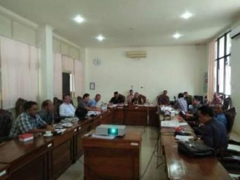 FOTO: BAHAS REKOMENDASI - Kalangan anggota DPRD Katingan melalui tim Pansus membahas rekomendasi yang akan diberikan kepada pihak eksekutif terhadap LKPj tahun 2015, baru-baru ini. PPost/Hairul Saleh