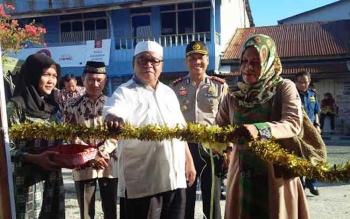 ILUSTRASI: Hj. Nuni Ludia Ahmad Dirman didampingi Bupati Sukamara, Ahmad Dirman DALAM SEBUAH acara. BORNEONEWS/DOK