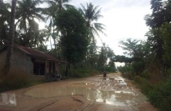 Keraya: Desa Dengan Puluhan Kolam di Tengah Jalan