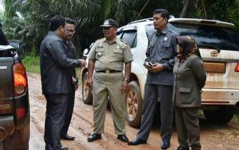 Jalan Penghubung Desa di Arut Utara Dibangun dengan Kolaborasi Swasta