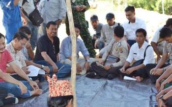 Lahan dan mediasi antara warga dan pihak PLN dan Subkontarkatornya yang dilakukan di areal PT PLTG Karendan beberapa waktu lalu. BORNEONEWS/RAMADANI