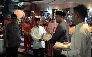 Penyerahan Penghargaan dari Kopi Joss untuk Japen Melayu dan Oi Palangka Raya, Selasa (28/6/2016). BORNEONEWS/TESTI PRISCILLA