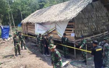 Bangunan milik warga yang berdiri di lahan yang diduga milik TNI AU di Kelurahan Baru di pasangi garis polisi dok.borneonews