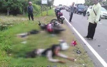 Dua sepeda motor terlibat tabrakan di Jalan Mahir Mahar arah Kalampangan Km 13,5 Palangka Raya. Akibatnya, Rahmani (30), pengendara sepeda motor Supra X 125 DA 2802 SP, meninggal dunia, Rabu (29/6/2016). BORNEONEWS/BUDI YULIANTO
