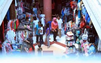Jelang Lebaran Pedagang Busana di Pangkalan Bun Mulai Kebanjiran Pembeli