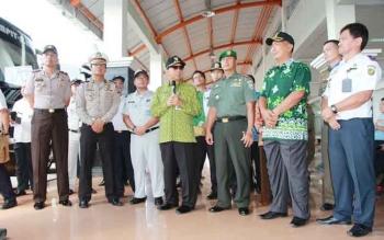 Wali Kota Palangka Raya Riban Satia melakukan inspeksi pengecekan kelayakan kendaraan bermotor arus mudik lebaran 2016. BORNEONEWS/ROZIKIN