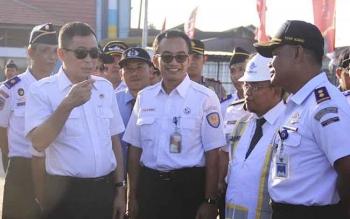 Kunjungan Menteri Perhubungan ignasius jonan ke Pelabuhan Kumai. BORNOENEWS/RADEN ARYO