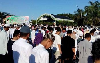 Ribuan Jamaah Padati Halaman Istana Gubernur Kalteng
