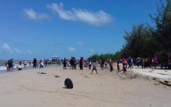 Ribuan Warga Padati Pantai Anugrah Sukamara