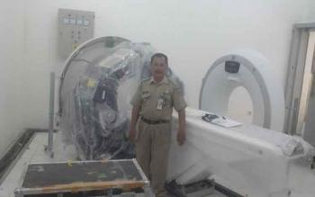RSUD Sultan Imanuddin mulai menyiapkan instalansi CT Scan di ruang Radiology. Dalam waktu dekat ini alat tersebut siap digunakan. BORNEONEWS/FAHRUDDIN FITRIYA