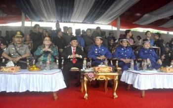 Upacara peringatan HUT ke-66 Kabupaten Barito Utara, Senin (25/7/2016). BORNEONEWS/AGUS SIDIK