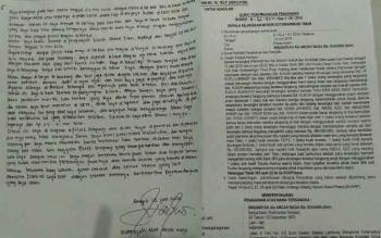 Surat bertulis tangan Irwansyah alias Ancah Naga dan Surat Perpanjangan Penahan terhadap dirinya dikeluarkan Polres Kotawaringin Timur. BORNEONEWS/RONI SAHALA
