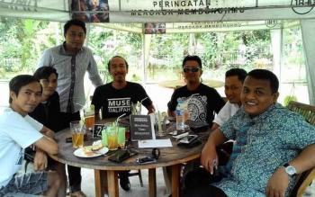 Rapat Hitam Putih Borneo