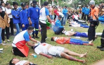 Pelatihan bagi tenaga kesehatan di Kapuas dalam memberikan pertolongan pertama korban kecelakaan. Dinas Kesehatan berusaha mewujudkan Kapuas Sehat 2018. BORNEONEWS/DJEMMY NAPOLEON.