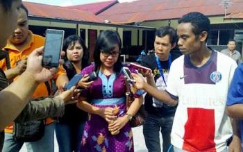 Saksi ahli IDI Kalteng dr Rorin ketika diwawancarai wartawan usai memberikan keterangan di Polres Palangka Raya, Rabu (27/7/2016). BOFRNEONEWS/BUDI YULIANTO