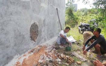 Bangunan budi daya walet di Kelurahan Raja Seberang yang dibobol pencuri. Aksi sindikat pembobol baru diketahui penjaga bangunan, jumat (29/7/2016). BORNEONEWS/KOKO SULISTYO