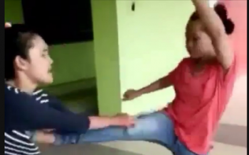 Rebutan Pacar: Dua Cewek ABG Murung Raya Adu Jotos Hebohkan Medsos