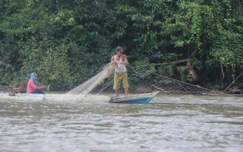Nelayan Sembuluh Kesulitan Pasarkan Hasil Tangkapan