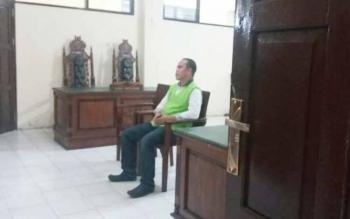 Fahrudin alias Arul, terdakwa kasus 303 butir zenith dituntut hukuman 13 bulan penjara dalam sidang di Pengadilan Negeri Palangka Raya, Rabu (24/8/2016). BORNEONEWS/RONI SAHALA