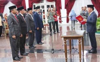 Pelantikan pejabat eselon II oleh Gubernur Kalimantan Tengah Sugianto Sabran. BORNEONEWS/ROZIKIN