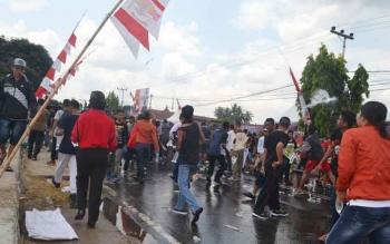 Demo warga anarkistis pada simulasi Sispamkota, yang diselenggarakan Polres Barito Selatan, Kamis (25/8/2016).