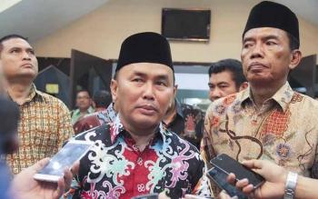 Gubernur Kalimantan Tengah, Sugianto Sabran, bersama Bupati Kotawaringin Barat, Bambang Purwanto (kiri). BORNEONEWS/DOK