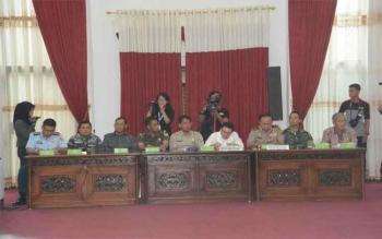 Pangdam XII/Tanjungpura, Mayjen TNI Andika Perkasa menghadiri Rapat Koordinasi Penanggulangan Siaga Darurat Karhutla dan Pengendalian Tanggap Darurat Kejadian Luar Biasa (KLB) Rabies di Kalbar. BORNEONEWS/PENDAM TANJUNGPURA