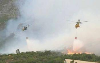 Heli water bombing melakukan pemadaman kebakaran hutan dan lahan di Kotawaringin Barat. Sejak 8 Agustus 2016, BPBD Kobar menaikkan status Kobar jadi tanggap darurat karhutla. BORNEONEWS/KOKO SULISTYO