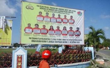 Baliho yang berisi foto para pengedar zenith yang sempat dipajang oleh Polres Seruyan beberapa waktu lalu. DOK BORNEONEWS