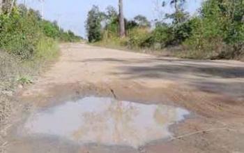 Salah satu titik jalan yang tergenang air saat hujan. BORNEONEWS/KOKO SULISTYO