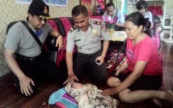 Temuan Bayi di Teras Rumah, Diadopsi Anggota Polisi Kapuas
